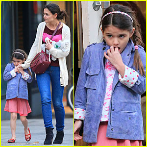 Katie Holmes: Ice Cream Cone Sharing with Suri!