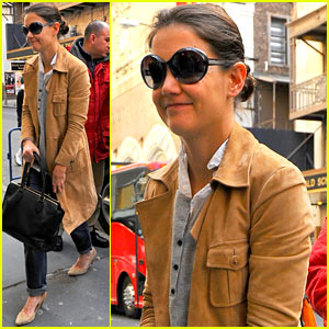 Katie Holmes: The Broadway Community Is So Supportive!