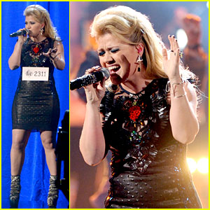 Kelly Clarkson's Greatest Hits AMAs Performance - Watch Now!