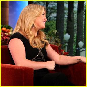 Kelly Clarkson Performs 'Catch My Breath' on 'Ellen'