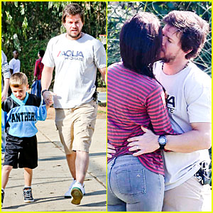 Mark Wahlberg & Rhea Durham: Soccer Game Kisses!