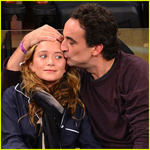 Mary-Kate Olsen & Olivier Sarkozy: Knicks Game with the Kids!