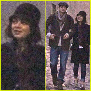 Mila Kunis & Ashton Kutcher: Romantic Stroll in Rome!