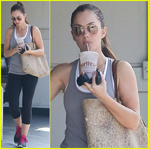 Minka Kelly: Smoothie To-Go!