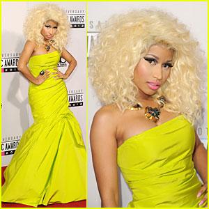 Nicki Minaj Wins Favorite Rap/Hip-Hop Album at AMAs!