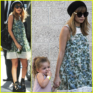 Nicole Richie & Daughter Harlow: Concert Cuties!