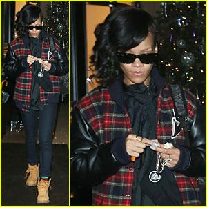 Rihanna's 'Unapologetic' - First #1 U.S. Album!