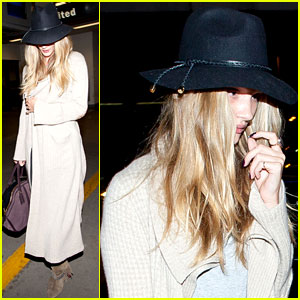 Rosie Huntington-Whiteley: Low Profile at LAX!
