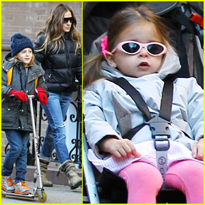 Sarah Jessica Parker: Brisk Morning Walk with the Kids!