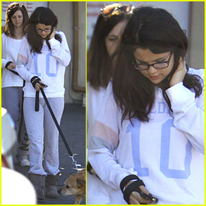 Selena Gomez: Vet Stop with Mother Mandy