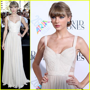 Taylor Swift: ARIA Awards 2012 Red Carpet!