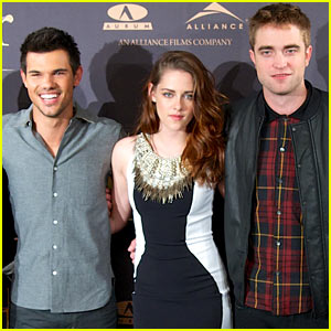 'Twilight Breaking Dawn Part 2' Tops Box Office in Huge Thanksgiving Movie Weekend