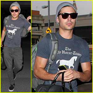 Zac Efron Leaves Rainy Los Angeles