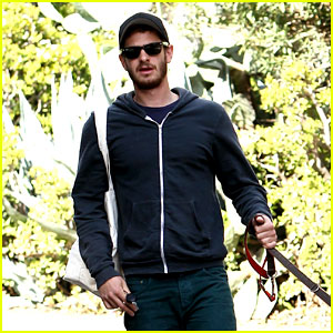 Andrew Garfield: Christmas Eve Dog Walk!