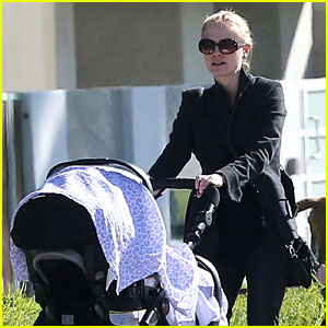 Anna Paquin: Venice Boardwalk Stroll with the Twins!