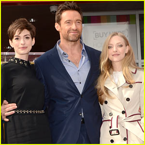 Anne Hathaway & Amanda Seyfried: Hugh Jackman's Walk of Fame Ceremony!