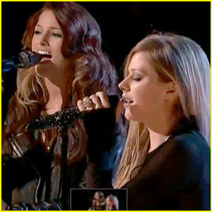 Avril Lavigne & Cassadee Pope: 'I'm With You' on 'The Voice'!