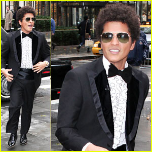 Bruno Mars: 'Locked Out Of Heaven' on the 'Today Show'!