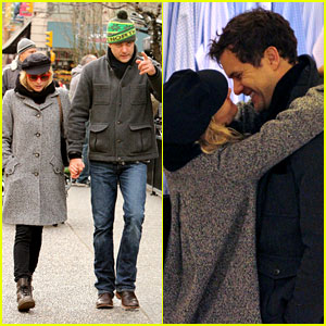 Diane Kruger & Joshua Jackson: Holiday Shopping Kisses!