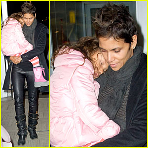 Halle Berry & Nahla: Post-Christmas Reunion!