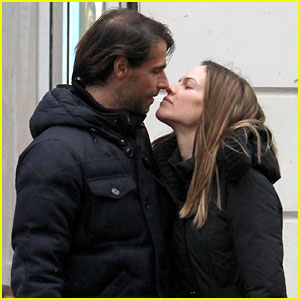 Hilary Swank & Laurent Fleury: Kiss Kiss in Paris!