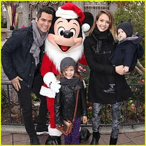 Jessica Alba & Cash Warren: Disneyland with the Girls!