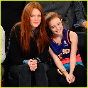 Julianne Moore & Daughter Liv: Knicks Game Gals!