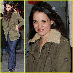 Katie Holmes: 'Dead Accounts' Matinee Day!