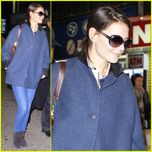 Katie Holmes: Friday Night 'Dead Accounts' Performance!