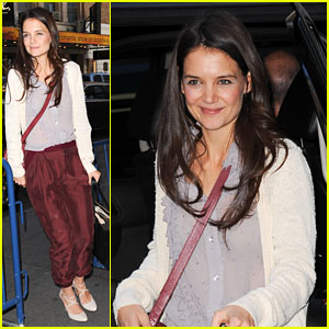 Katie Holmes Greets Her Fans at 'Dead Accounts'!