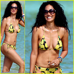Kimora Lee Simmons Rocks a Bikini in St. Barts!