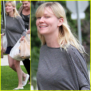 Kirsten Dunst: Christmas Shopping with Mom Inez!