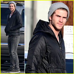 Liam Hemsworth: Urban Outfitters Shopping with Mom & Dad!