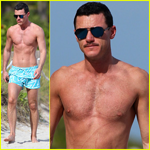 Luke Evans: Shirtless On Miami Beach!