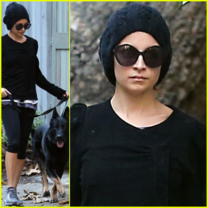 Nicole Richie: Morning Stroll with Her Pup Iro!