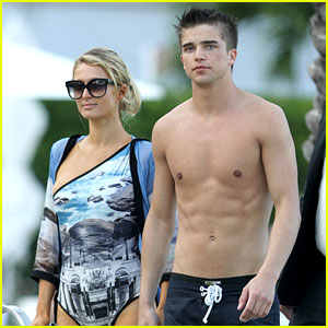 Paris Hilton & Shirtless River Viiperi: Miami Pool Pair!
