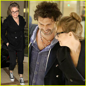 Renee Zellweger Gets Close to Doyle Bramhall II at LAX