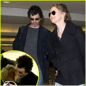 Renee Zellweger Kisses Doyle Bramhall II at the Airport!