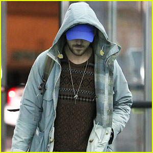 Ryan Gosling Wears Infamous Sweater at JFK