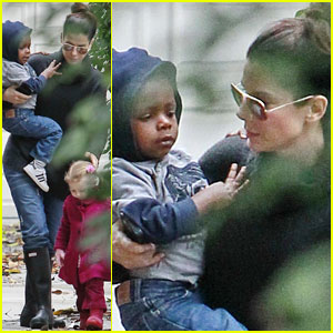 Sandra Bullock: Rainy Day with Louis!
