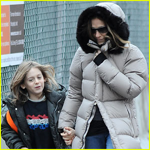 Sarah Jessica Parker: Bundled Up School Run!