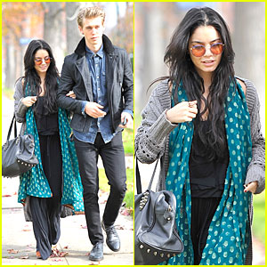 Vanessa Hudgens & Austin Butler: Holiday Party Couple!