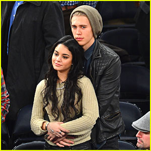 Vanessa Hudgens & Austin Butler: New York Knicks Spectators!