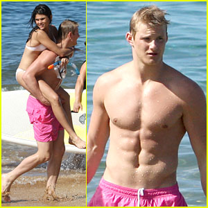 Alexander Ludwig: Shirtless Six Pack Abs in Hawaii!