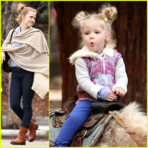 Amy Adams: Aviana Goes on a Pony Ride!