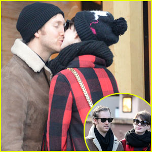 Anne Hathaway & Adam Shulman: Switzerland Kisses!