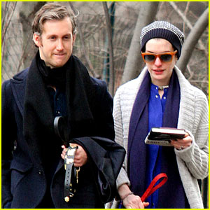 Anne Hathaway Reacts to Her Oscar Nomination!