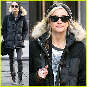 Ashlee Simpson: Soho Stroll with a Gal Pal!