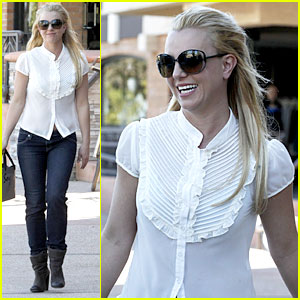 Britney Spears: Smiles After Split!