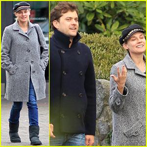 Diane Kruger & Joshua Jackson: Football Sunday!